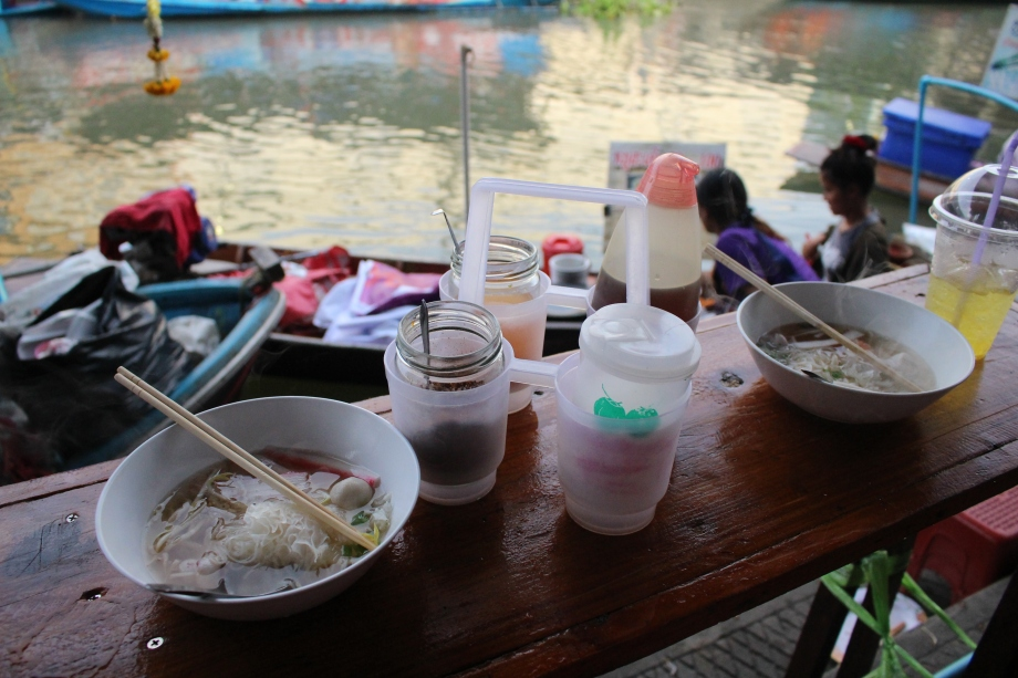 Travel Bangkok Amphawa floating market food